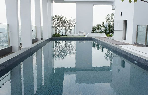 Rhythm-Sathorn--Narathiwas-Bangkok-condo-for-sale-swimming-pool